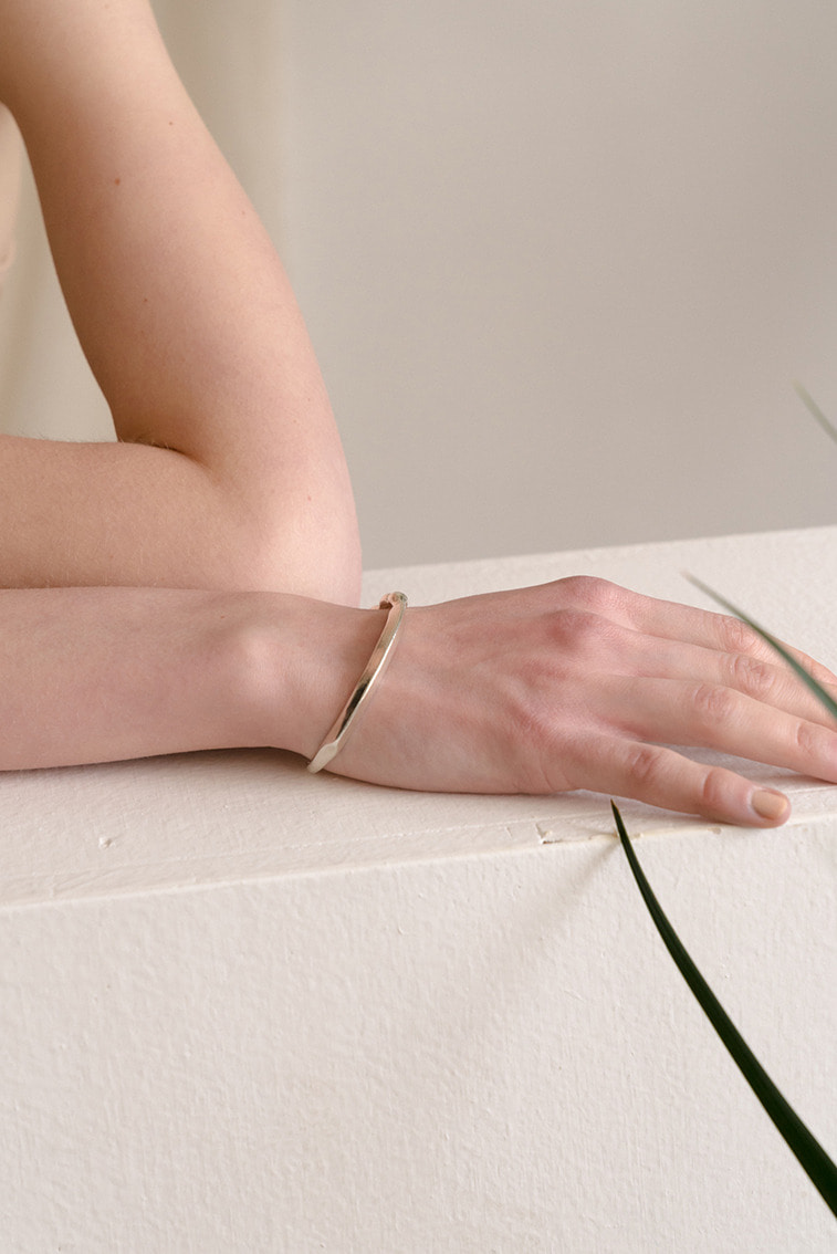 FLOATING BONY OPEN CUFF