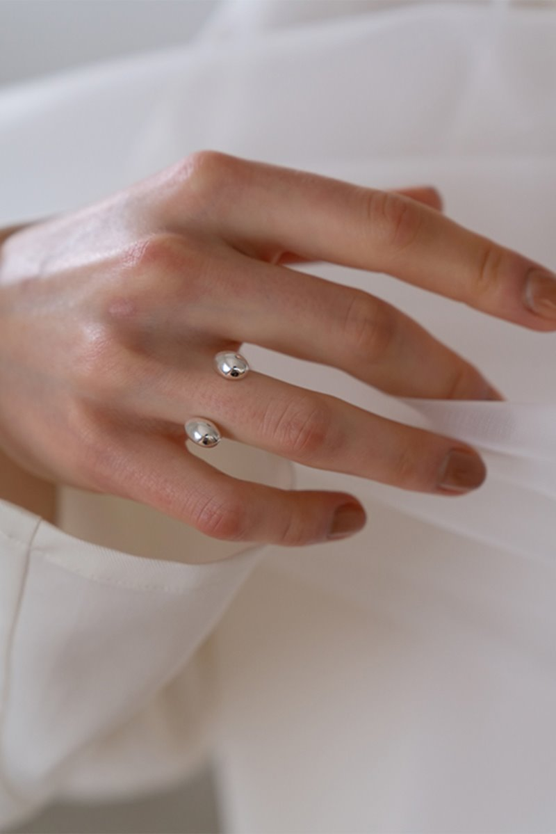 '004 COLLECTION' MINI BALL OPEN RING