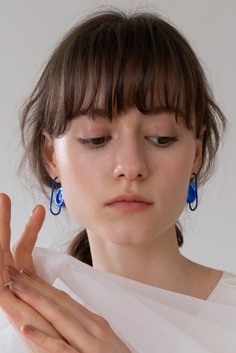 '004 COLLECTION' U-SHAPE EARRING BLUE