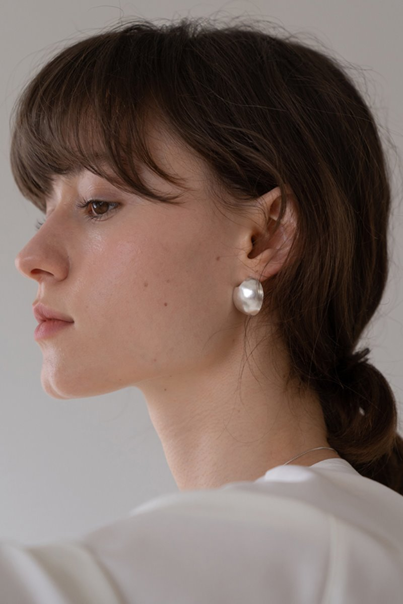 '004 COLLECTION' CONVEX OVAL FRAGMENT EARRING